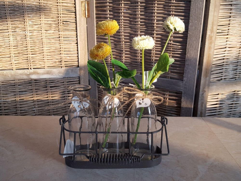 Fr hling tischdeko metallkorb 4 glasvasen flaschen deko for Metallkorb deko