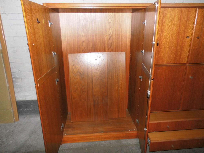 Schoner Kleider Und Wascheschrank Um 1990 Wohnzimmerschrank