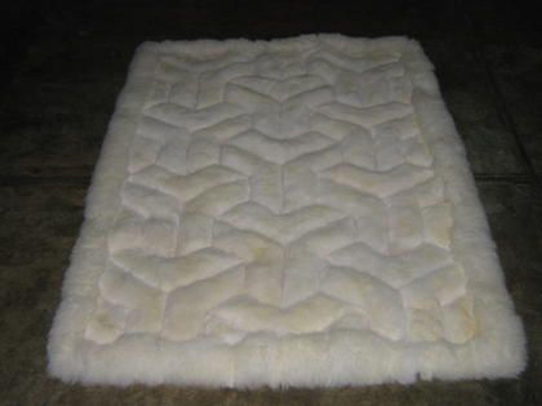 weisser alpaka fellteppich aus peru v design kaufen bei. Black Bedroom Furniture Sets. Home Design Ideas