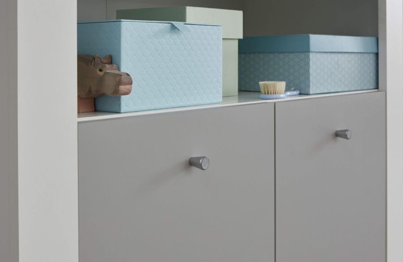 Babyzimmer komplett Set weiß und grau Wickelkommode Babybett ...