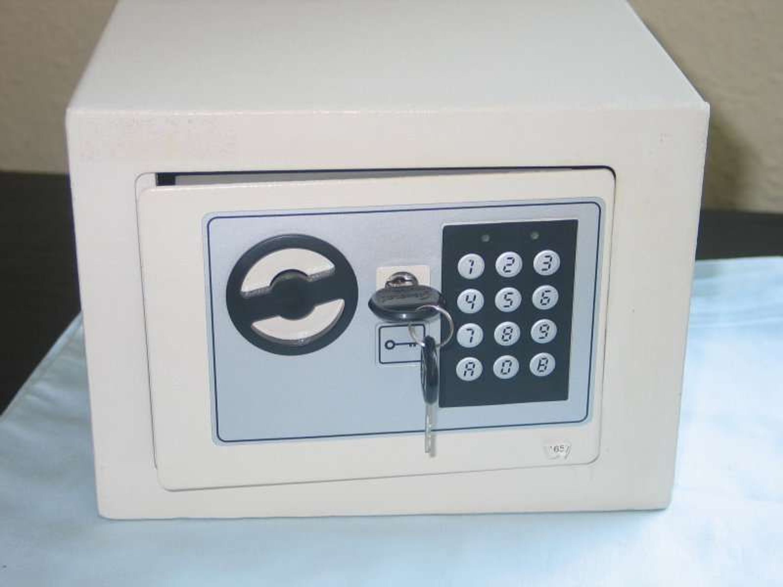 mini tresor m elektronischem zahlenschlo f r haus pkw boot minigr e 23x17x17 cm kaufen bei. Black Bedroom Furniture Sets. Home Design Ideas