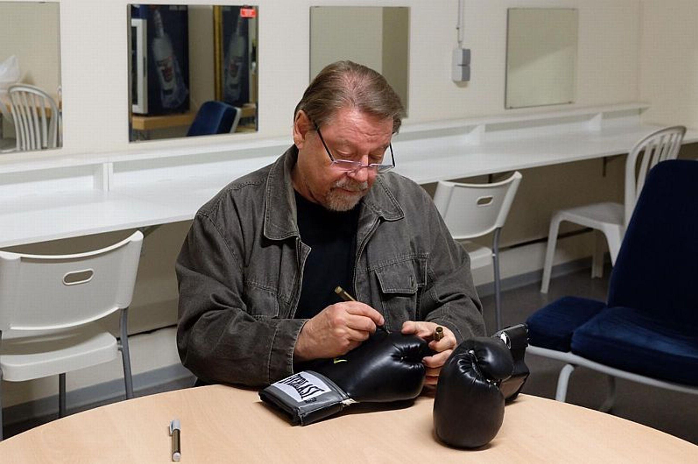 Handschuh signiert von Jürgen von der Lippe