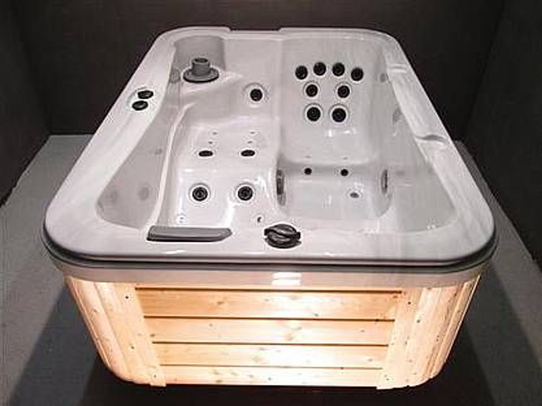 luxus spa hot tub whirlpool gartenwhirlpool 3 personen. Black Bedroom Furniture Sets. Home Design Ideas