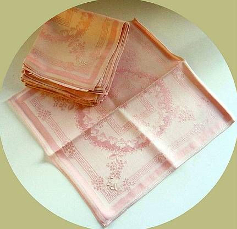omas w sche 12 stoff servietten rosa damast mit monogramm eu 30x30 cm kaufen bei. Black Bedroom Furniture Sets. Home Design Ideas