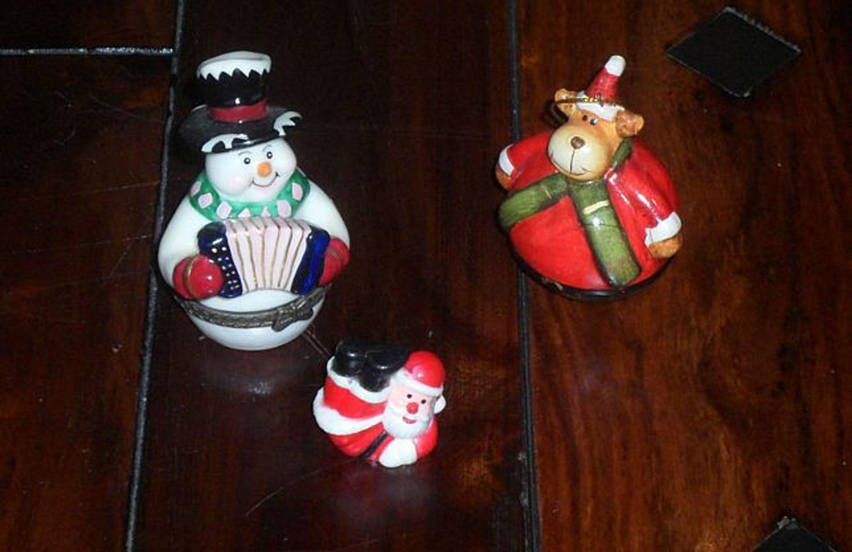 3 niedliche weihnachtliche figuren weihnachtsmann schneemann elch dekoration kaufen bei. Black Bedroom Furniture Sets. Home Design Ideas