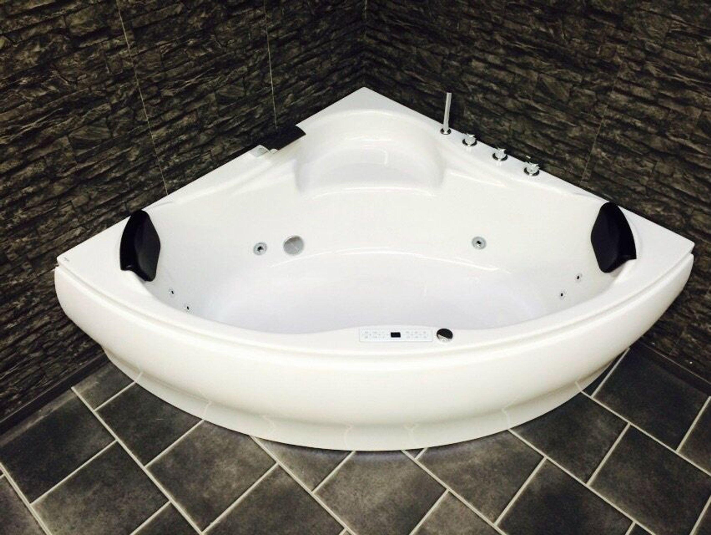 whirlpool badewanne 150x150 mit 8 massage d sen led balboa eckwanne made in germany kaufen bei. Black Bedroom Furniture Sets. Home Design Ideas