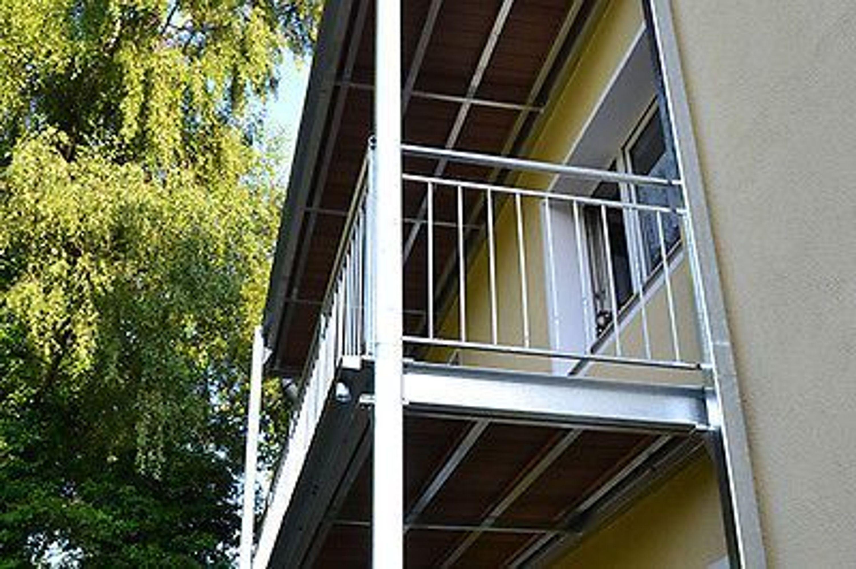 vorsatz balkon frei stehend selbsttragende balkon 2 5x2 5m stahlbalkon kaufen bei. Black Bedroom Furniture Sets. Home Design Ideas