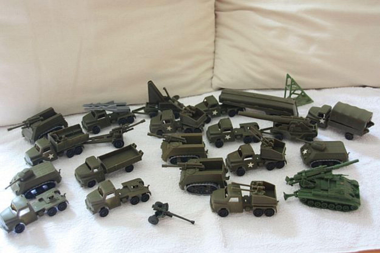 Konvolut militärfahrzeugen spielzeugautos panzer