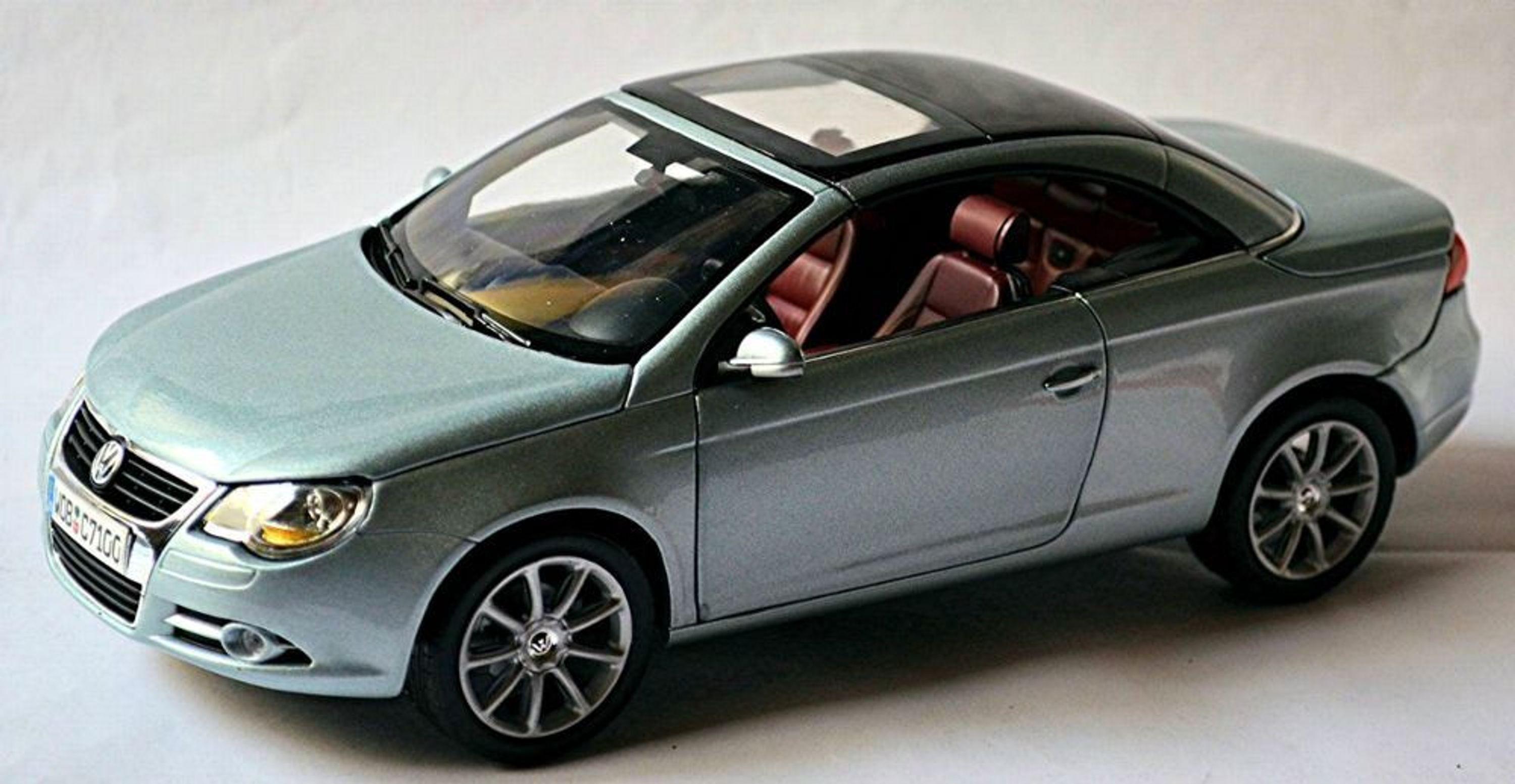 vw volkswagen eos cabrio coupe 2006 11 silber silver metallic 1 18 norev kaufen bei. Black Bedroom Furniture Sets. Home Design Ideas