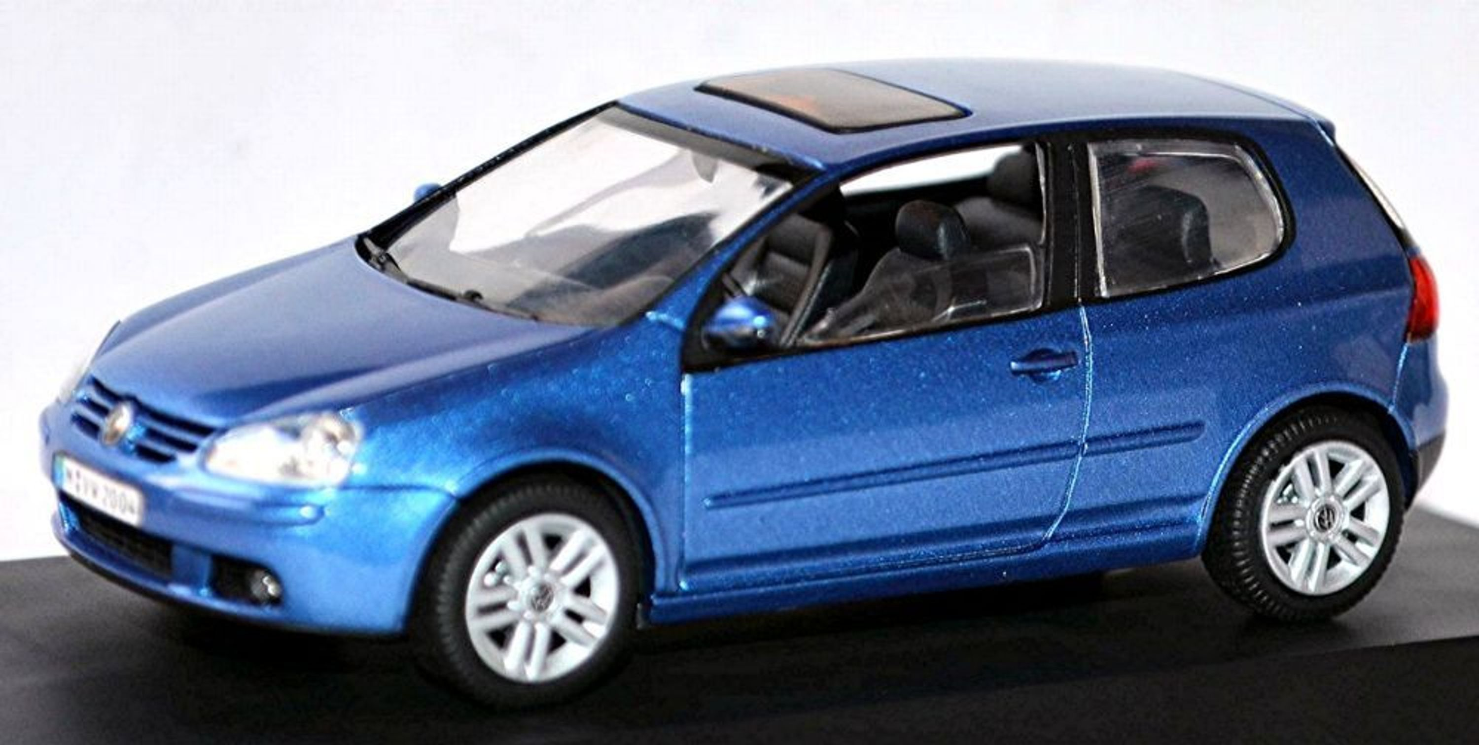 vw volkswagen golf 5 typ 1k 3 portes 2003 08 bleu bleu m tallis 1 43 ebay. Black Bedroom Furniture Sets. Home Design Ideas