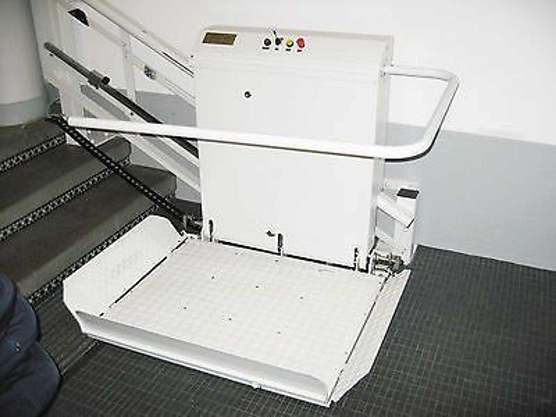 rollstuhllift plattformlift rollstuhlhebeb hne treppenlift geb udelift fahrstuhl kaufen bei. Black Bedroom Furniture Sets. Home Design Ideas