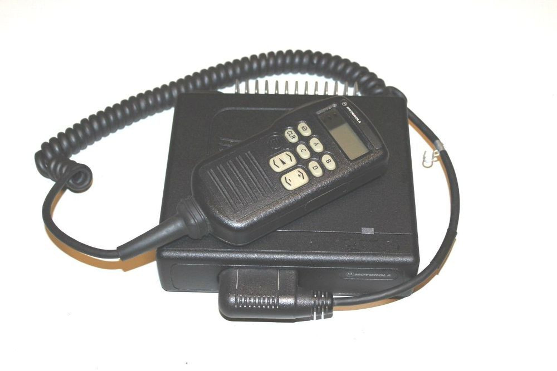 Masywnie Motorola GM600 UHF 403 - 470 MHz Mobilfunkgerät inkl. Tastatur IY55