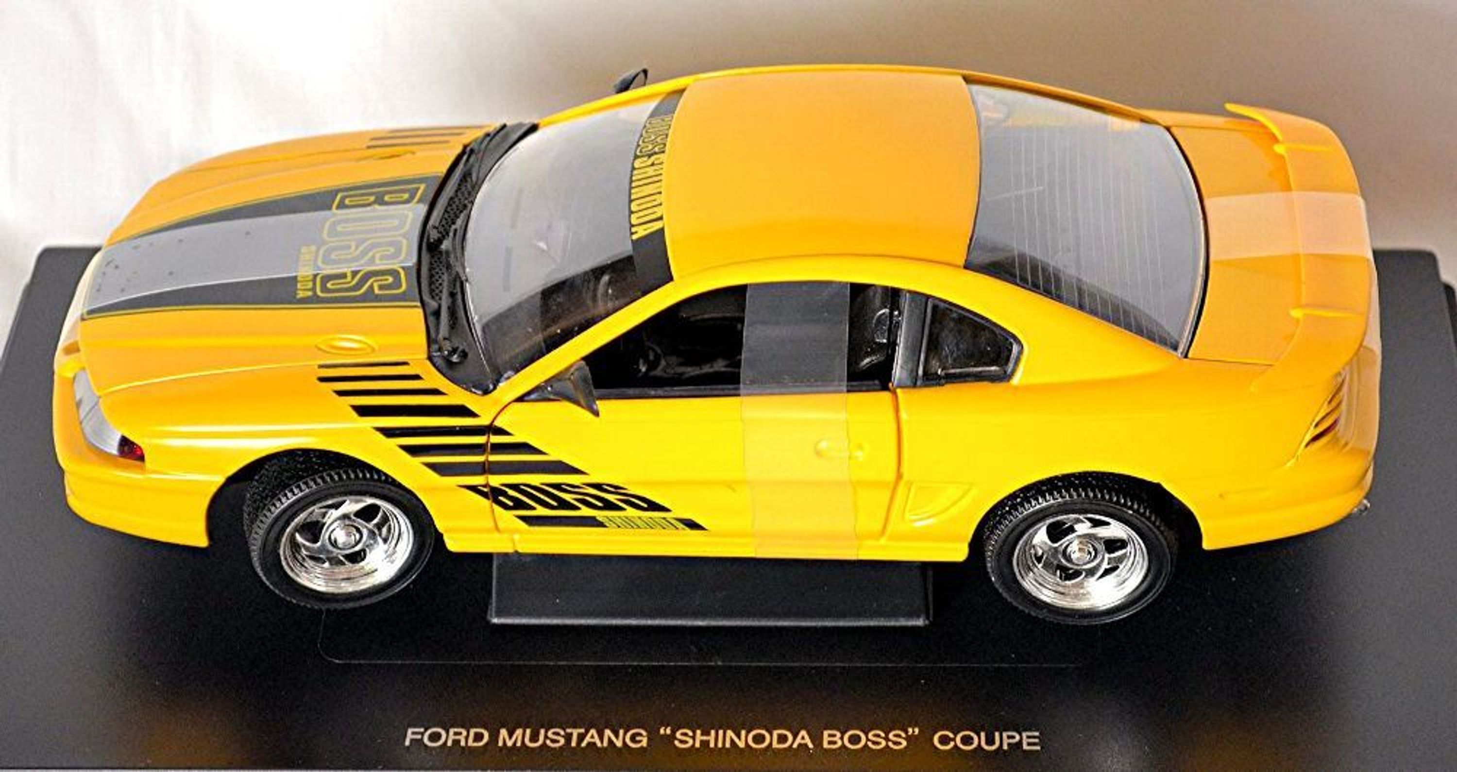 ford mustang iv shinoda boss coupe 1994 98 gelb yellow 1. Black Bedroom Furniture Sets. Home Design Ideas