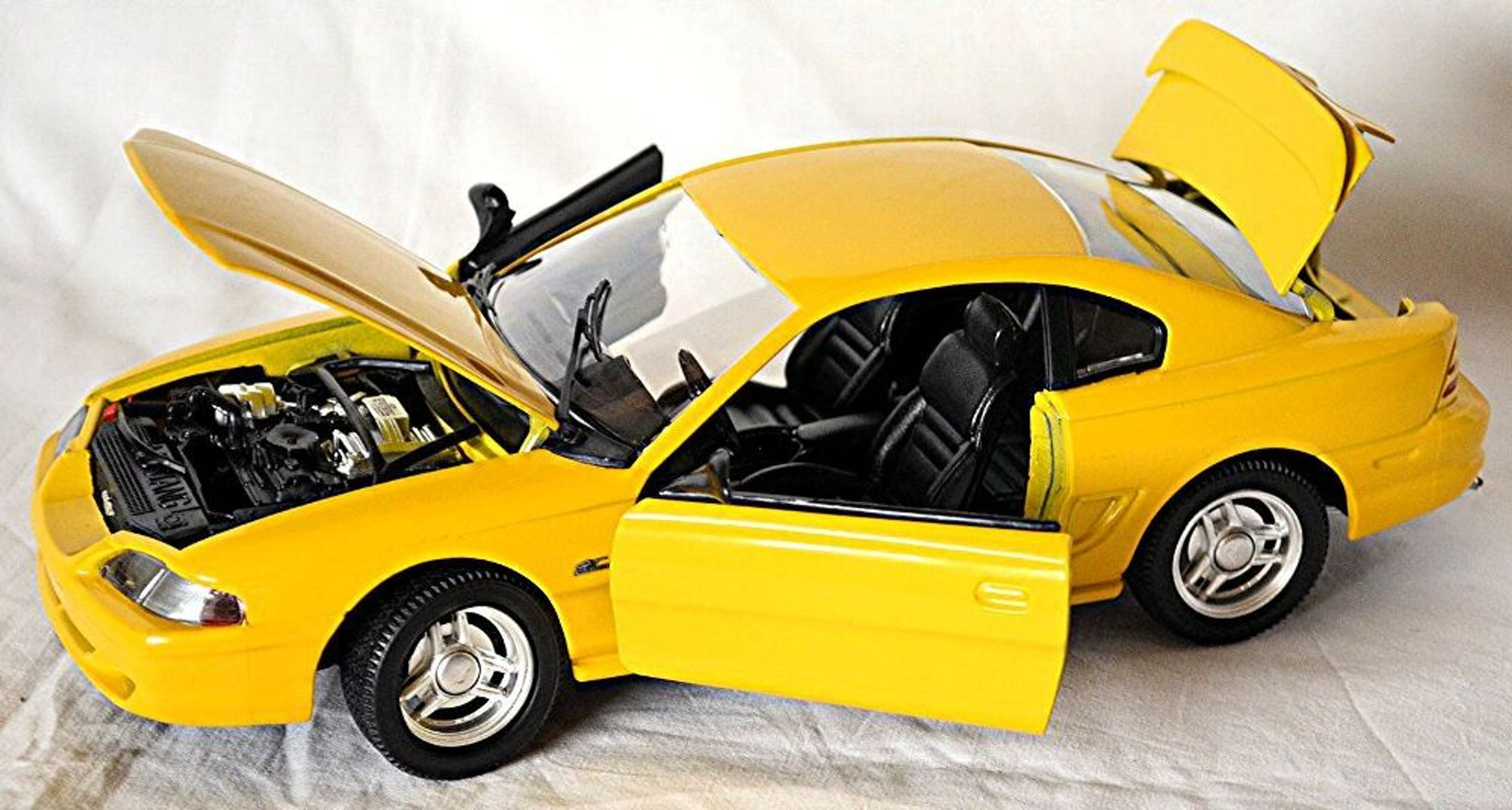 ford mustang iv gt coupe 1994 98 gelb yellow 1 18 jouef. Black Bedroom Furniture Sets. Home Design Ideas