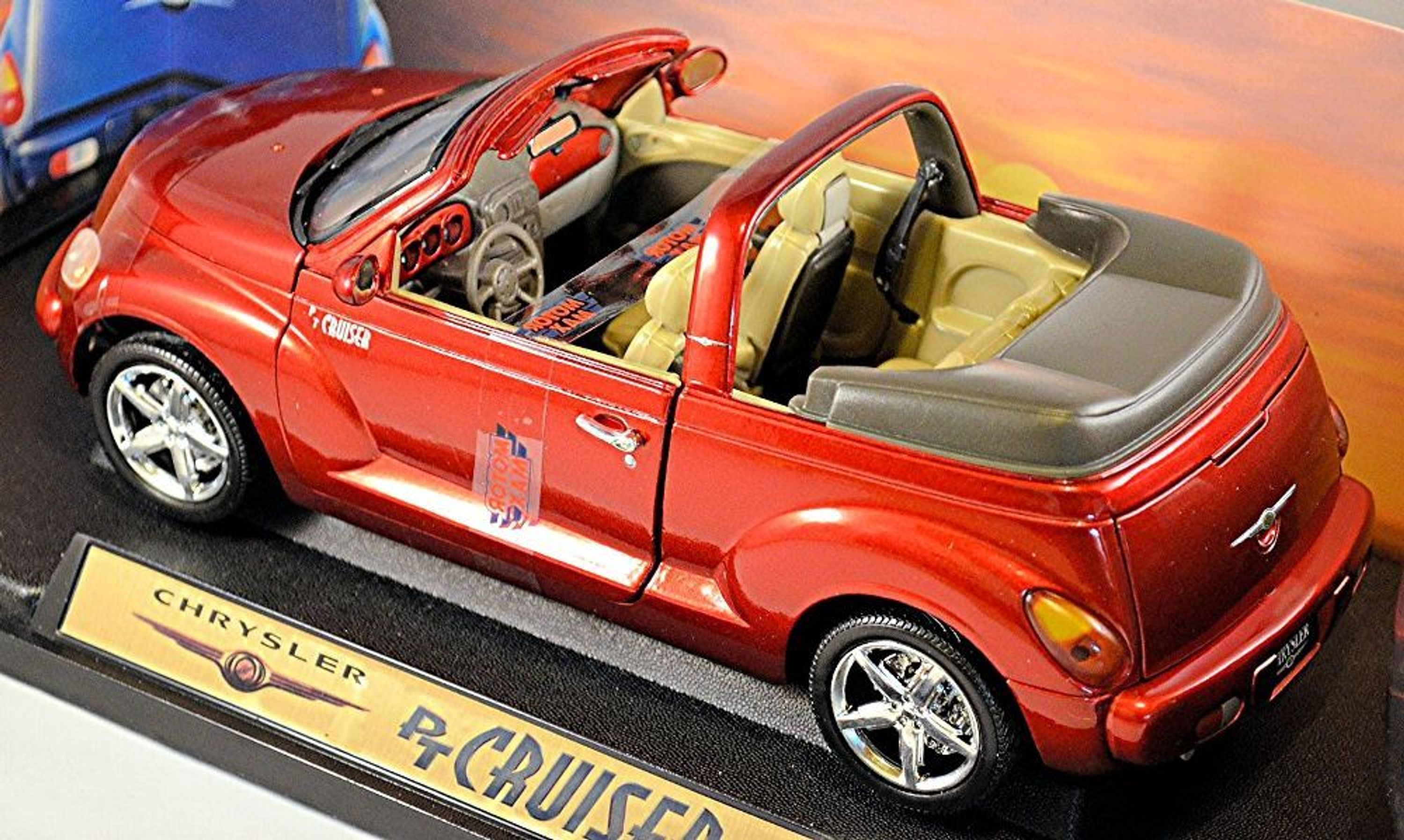 chrysler pt cruiser cabrio 2004 06 rot red metal with the top up 1 18 motor max ebay. Black Bedroom Furniture Sets. Home Design Ideas
