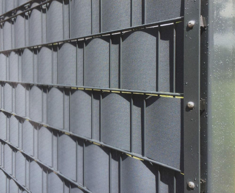 zaun sichtschutzstreifen 2 55 m windschutz streifen kunststoff gitterzaun zaun kaufen bei. Black Bedroom Furniture Sets. Home Design Ideas