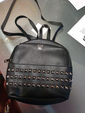 Rucksack Damenrucksack Damentasche schwarz mit Nieten