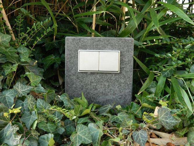 Gartensteckdose Basalt geflammt Edelstahl Naturstein Doppelte Außensteckdose