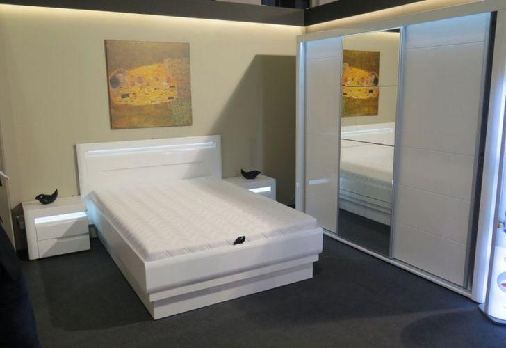 Schlafzimmer komplett weiß hochglanz IRIS Set C Schwebetürenschrank Bett  Kommode LED