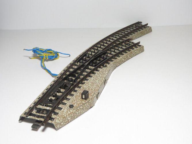 Märklin H0  elektrische Bogenweiche 5142  rechts  M-Gleis  TOP Zustand