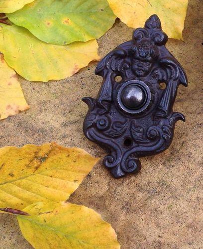 gründerzeitliche Klingel Türklingel mit Engel Haustür-Klingel aus Antik-Eisen