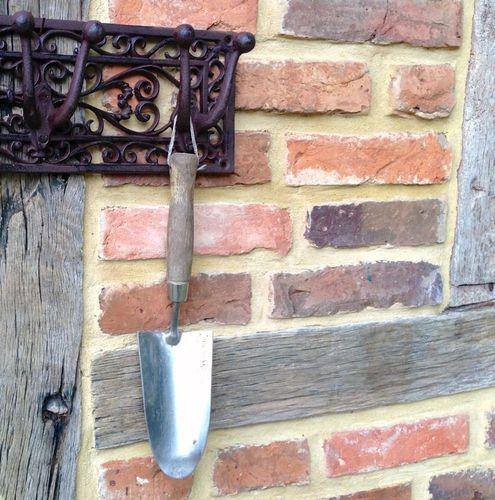 Nostalgie Wandgarderobe oder Aufhängung für Gartengeräte Ländliche Garderobe